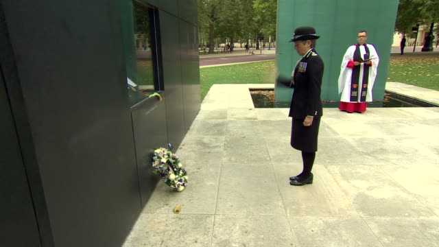 met police commissioner cressida dick laying a wreath for sergeant matiu ratana who was shot dead in a custody centre in croydon - wreath stock videos & royalty-free footage