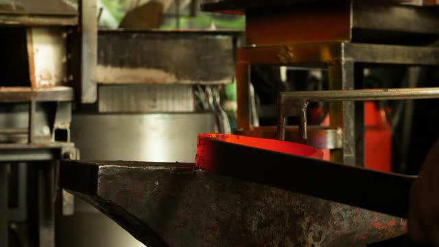 vídeos de stock e filmes b-roll de metal bar bent with wrench then hit with hammer - ferro metal