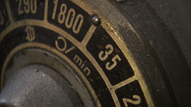 vídeos y material grabado en eventos de stock de ecu metal dial being turned - dial