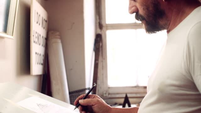 vídeos de stock, filmes e b-roll de metal fabrication - prancheta