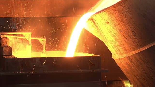 stockvideo's en b-roll-footage met metal industry-molten steel - metaalindustrie