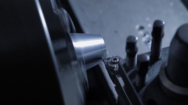 vidéos et rushes de séquence de rotation de machine en métal - partie de véhicule