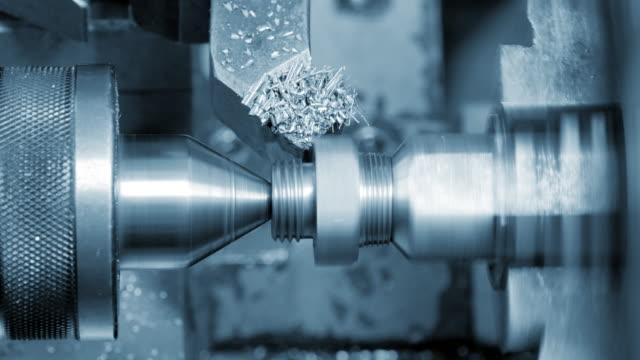 stockvideo's en b-roll-footage met metaal frezen machine in proces. - aluminium