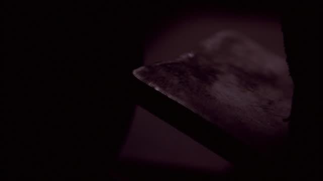 metal rod grinding on saw - 永久運動点の映像素材/bロール