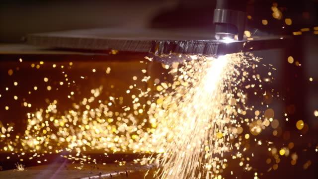 vídeos de stock, filmes e b-roll de slo mo ld metal sparks caused by a cutting tool - serra elétrica
