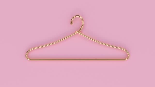 stockvideo's en b-roll-footage met metallic goud hanger kleding platte lay roze pastel scene 3d rendering - kledinghanger