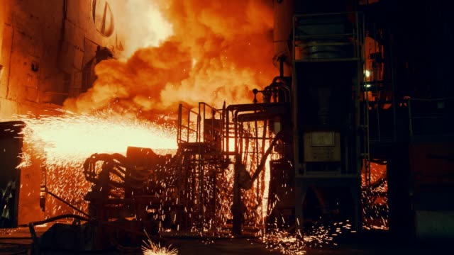 stockvideo's en b-roll-footage met metallurgische plant-start staal oven - metaalindustrie