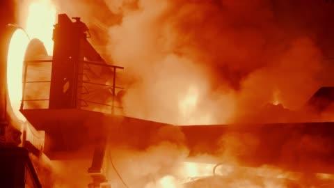 metallurgiska anläggningar-stålugn - stål bildbanksvideor och videomaterial från bakom kulisserna