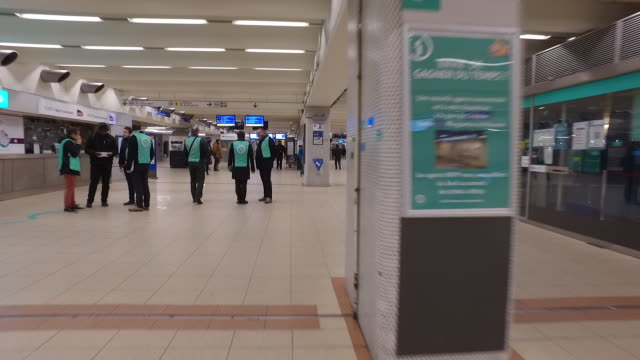 metro corridor and rer with a few people les halles metro station during a national strike in paris france on thursday dec 5 2019 in what has been... - streik stock-videos und b-roll-filmmaterial
