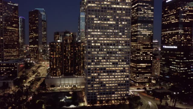 stockvideo's en b-roll-footage met metro los angeles aerial night - city of los angeles