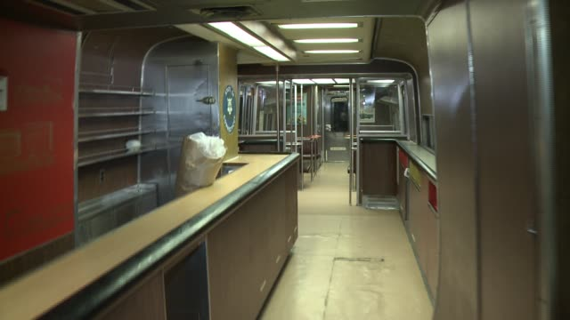 metro north riders on the new haven line have been able to travel in one of four club cars, or bar cars. however, according to the connecticut... - ニューヘイブン点の映像素材/bロール