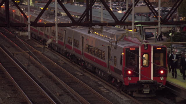 metro north train pulls out of the station by larchmont new york. - bahnreisender stock-videos und b-roll-filmmaterial