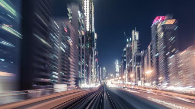 t / l pov metro ridning genom downtown dubai - järnvägstransport transport bildbanksvideor och videomaterial från bakom kulisserna