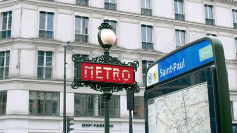 vidéos et rushes de metro sign in paris - signalisation