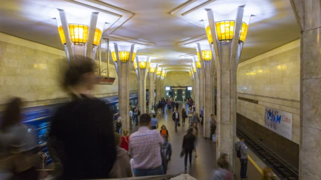 vídeos de stock, filmes e b-roll de metro station, minsk, belarus - time lapse - bielorrússia