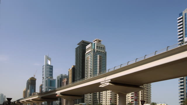 stockvideo's en b-roll-footage met la metro train running through financial district / dubai, united arab emirates - breedbeeldformaat
