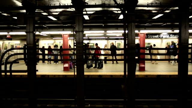 HD: Metro U-Bahn-Plattform