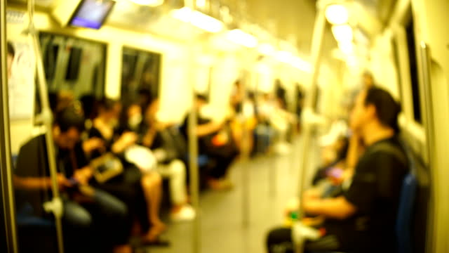 vídeos de stock, filmes e b-roll de de metrô - trem do metrô