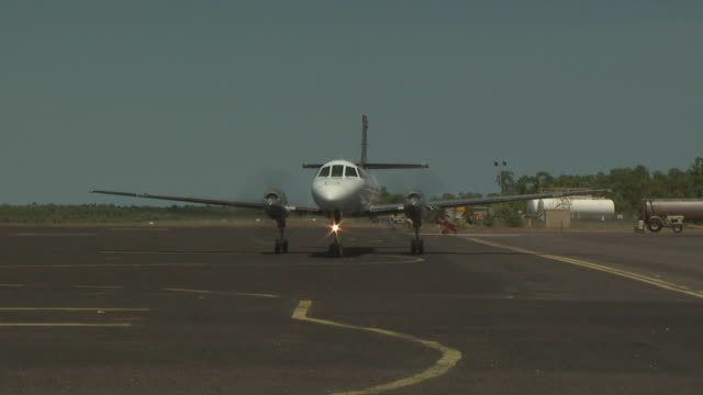 Metroliner III taxies for take off at 'Mungalalu - Truscott Airfield', Australia