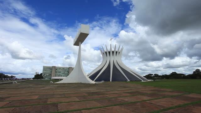 metropolitan cathedral of brasilia - 宗教上のシンボル点の映像素材/bロール