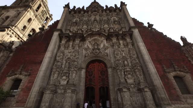 stockvideo's en b-roll-footage met metropolitan cathedral panning - spanish culture