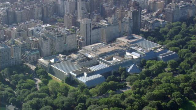 aerial metropolitan museum of art / manhattan, new york city, new york, usa - metropolitan museum of art new york city stock videos & royalty-free footage
