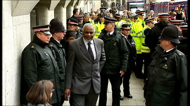 metropolitan police accused of racism by family of mark duggan old bailey photography *** neville lawrence from court to cheers following sentencing... - defendant stock videos and b-roll footage