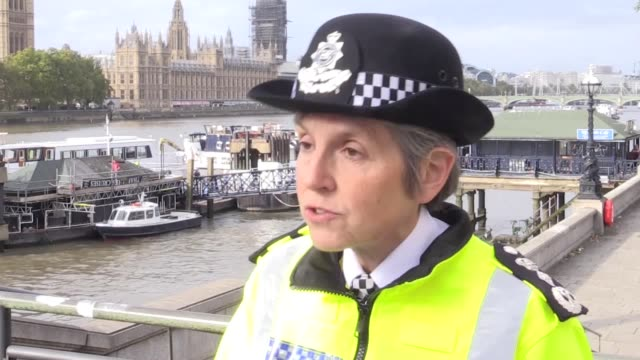 metropolitan police commissioner cressida dick has said that the behaviour of an extinction rebellion protester who climbed on a plane at london city... - visual impairment bildbanksvideor och videomaterial från bakom kulisserna