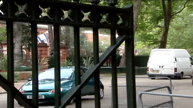metropolitan police defends decision to excuse muslim police officer from guarding israeli embassy england london kensington palace green israeli... - イングランド ダラム点の映像素材/bロール