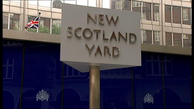 metropolitan police pioneer mental heath programme t01071339 / tx new scotland yard **lamb interview partly overlaid sot** 'new scotland yard'... - ニュースコットランドヤード点の映像素材/bロール