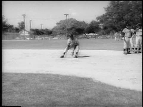 mets player felix mantilla catches ball throws to charlie neal at spring training - baseballmannschaft stock-videos und b-roll-filmmaterial