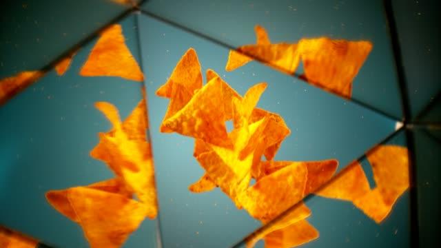 vídeos de stock, filmes e b-roll de nachos mexicanos chips tiro de beleza. - enfoque de objeto sobre a mesa