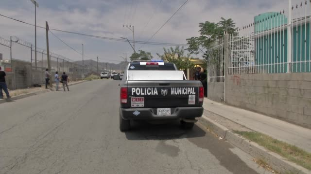 mexican police seal off the streets near the house where the bodies of 11 people were found in ciudad juarez at the southern border with the united... - drug trafficking stock videos & royalty-free footage