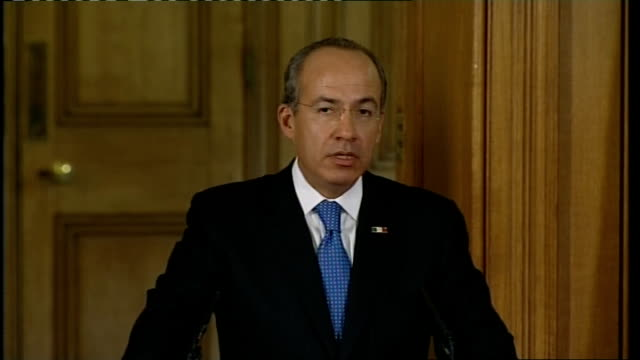 Mexican President Felipe Calderon and Gordon Brown press conference Calderon press conference SOT Border drugs issue in Mexico / is a problem for...