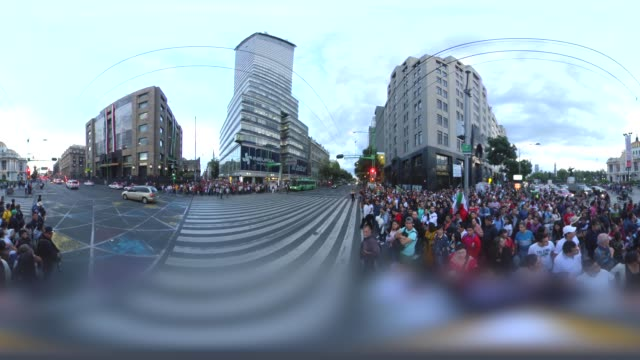 mexican president passing by and people crossing the street - torre latinoamericana stock videos & royalty-free footage