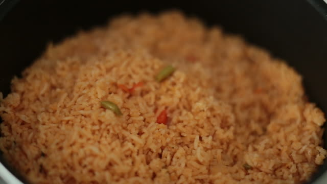 mexican rice dish - お玉点の映像素材/bロール