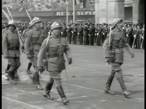 mexican soldiers in gear marching on wide street uniformed men standing in line bg. mexican soldiers marching. large crowd of protestors w/ banners... - 1940 stock videos & royalty-free footage
