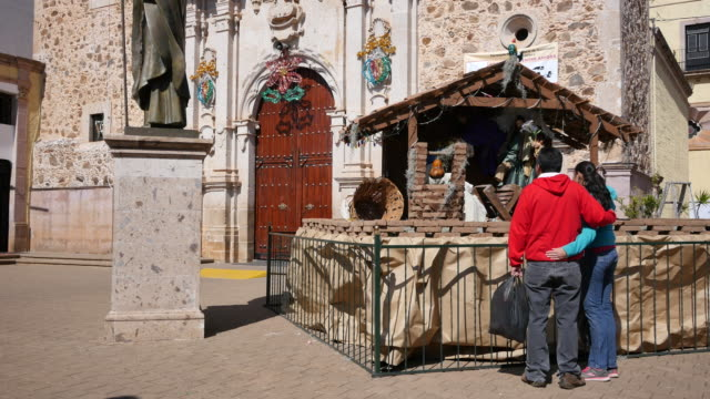 Mexico Arandas couple at manger scene.mov
