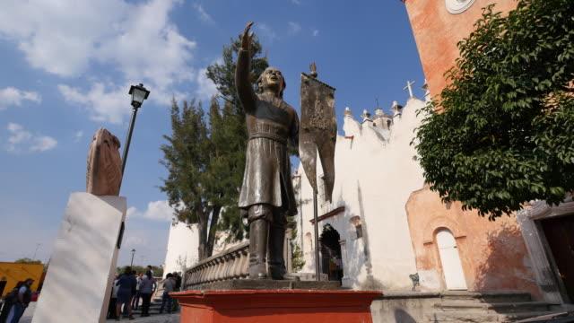 vídeos de stock e filmes b-roll de mexico atotonilco father hidalgo statue.mov - figura masculina