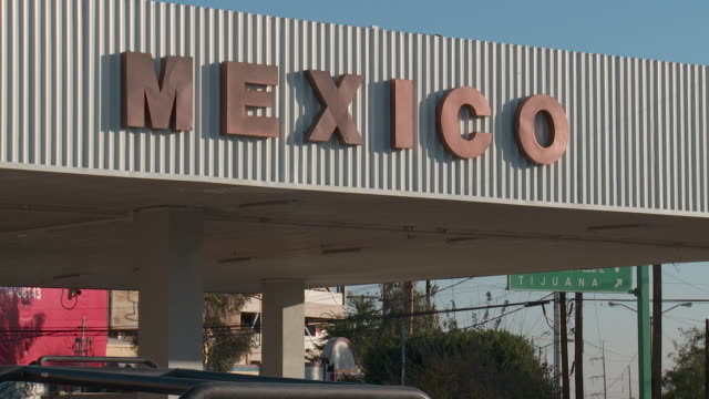 WS Mexico border crossing