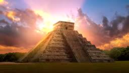 Mexico, Chichen Itzá, Yucatán. Mayan pyramid of Kukulcan El Castillo