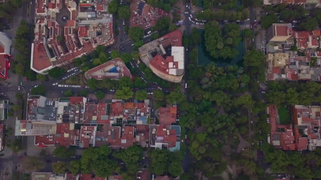 vidéos et rushes de mexico city aerial view of polanquito or little polanco - exposé aux intempéries