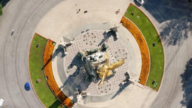 vídeos de stock, filmes e b-roll de vista aérea de cidade do méxico - monumento da independência paseo de la reforma