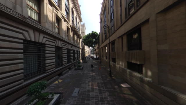 vidéos et rushes de mexico city downtown street - étroit
