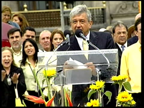 vídeos y material grabado en eventos de stock de mexico city ext andres manuel lopez obrador waving to supporters from stage at rally as yellow ribbons fall crowd of supporters cheering and waving... - elección