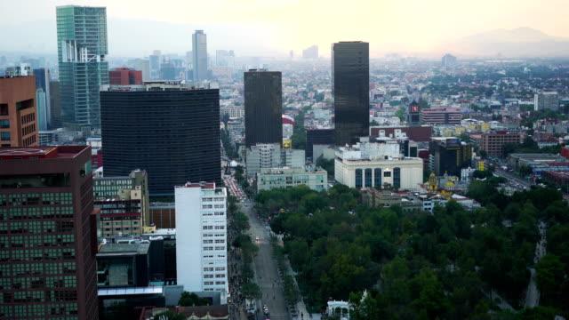 vídeos y material grabado en eventos de stock de parte industrial de la ciudad de méxico, cubierto de bruma en la puesta de sol, méxico - explosión demográfica