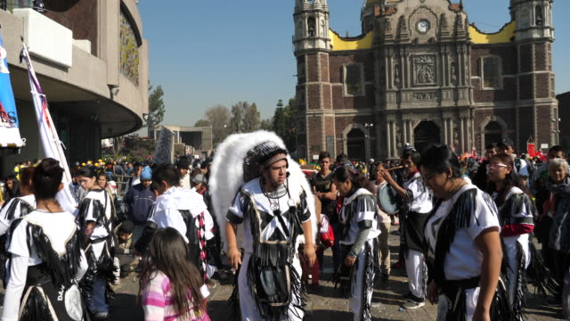 vídeos de stock, filmes e b-roll de mexico city, the revelation day of guadalupe and the biggest pilgrimage of the christian world,group of dancers with traditional dress and the pope picture, in front of guadalupe shrine. - pope