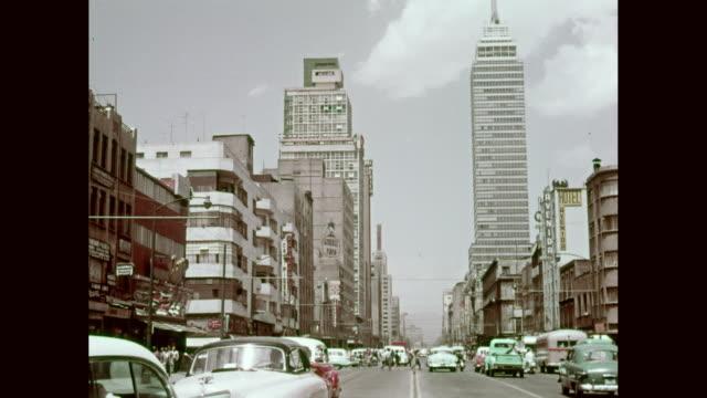 ws mexico city traffic, torre latinoamericana / mexico city, mexico - torre latinoamericana stock videos & royalty-free footage