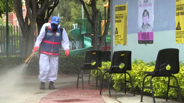 vídeos de stock e filmes b-roll de mexico city workers disinfect the streets and conduct rapid covid19 tests in neighbourhoods most affected by the pandemic as virus deaths in the... - rapid city