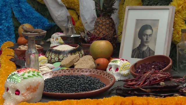 vídeos de stock e filmes b-roll de mexico city's frida kahlo museum honors the painter's memory by setting up a traditional day of the dead altar or offering in kahlo's old house... - altar
